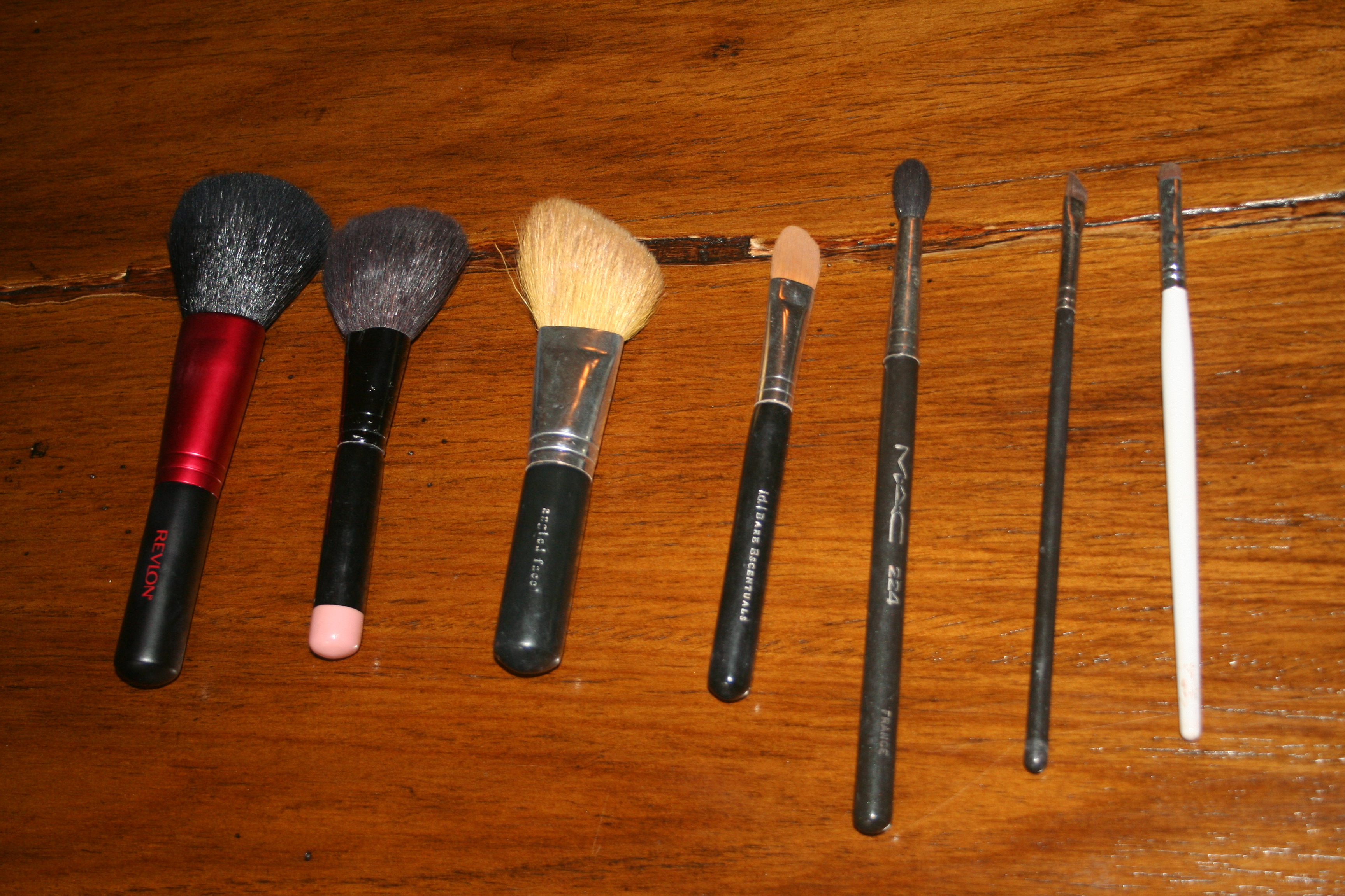 essential makeup brushes. Make-Up Brush Essentials